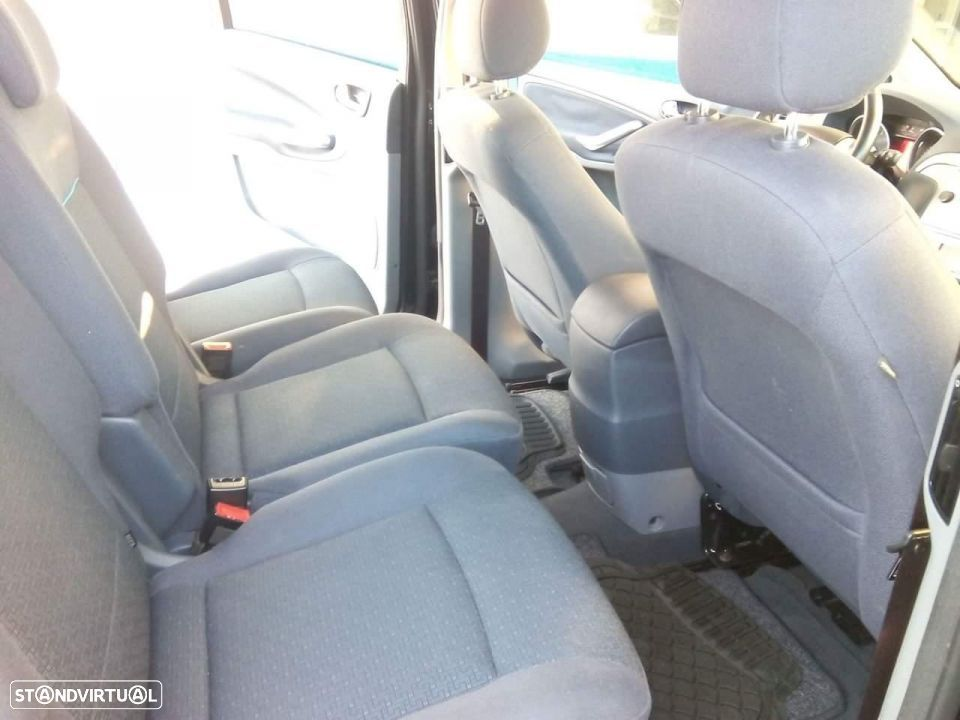 Ford S-Max - 16