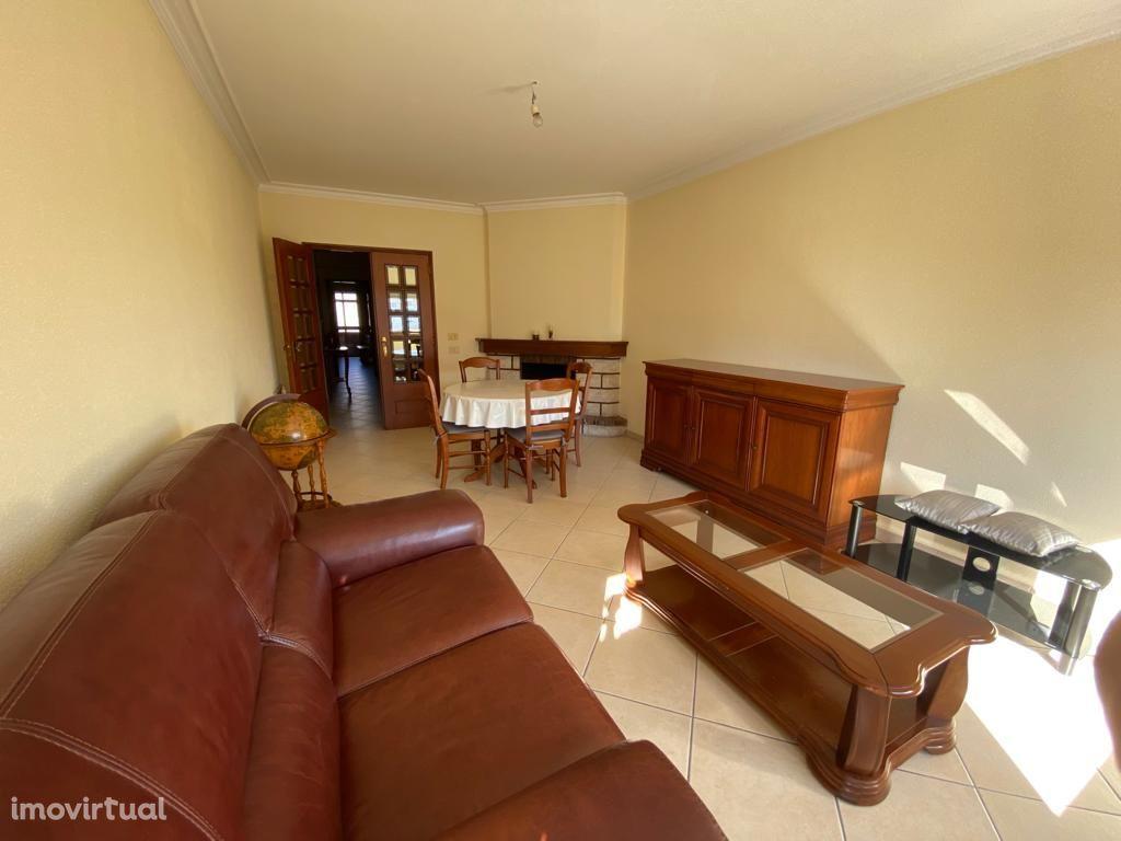 Apartamento T3 bem localiado em Canidelo.