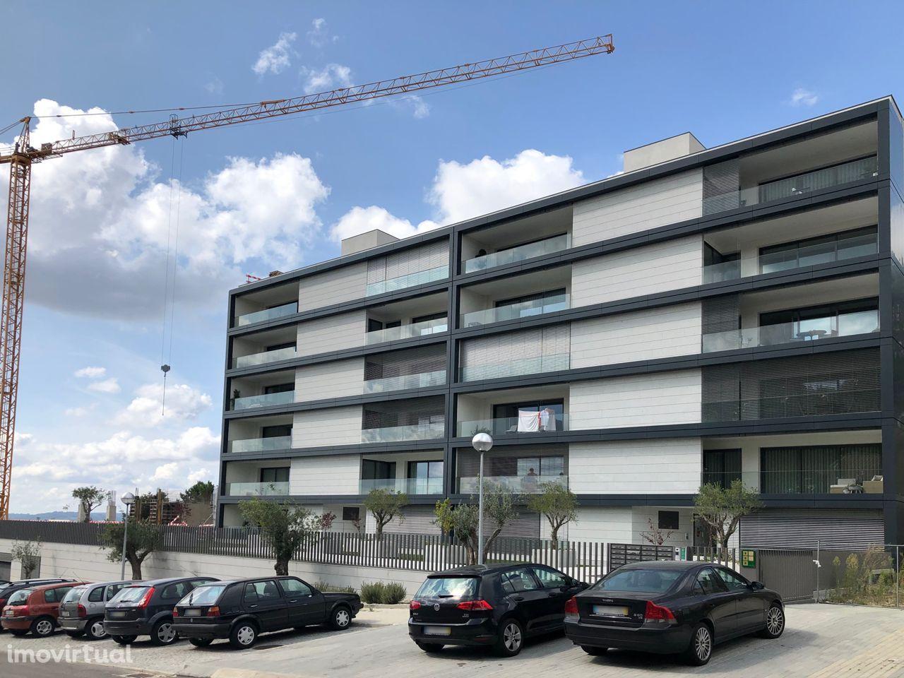Apartamento T3 Novo em condomínio fechado com 170m2