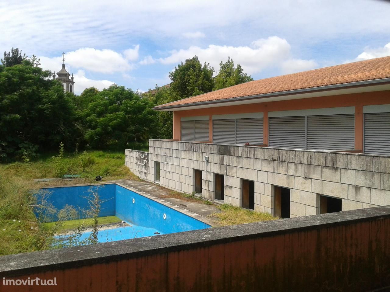 Moradia c/ piscina e logradouro - Vizela