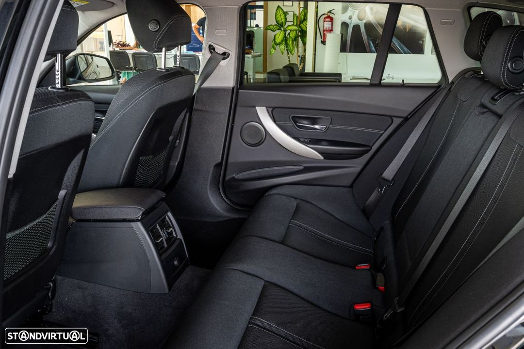 BMW 318 d Touring Ultimate Auto - 9