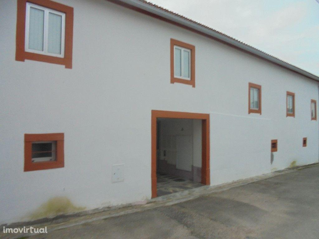 Prédio com vários apartamentos em Poiares (V137PL)