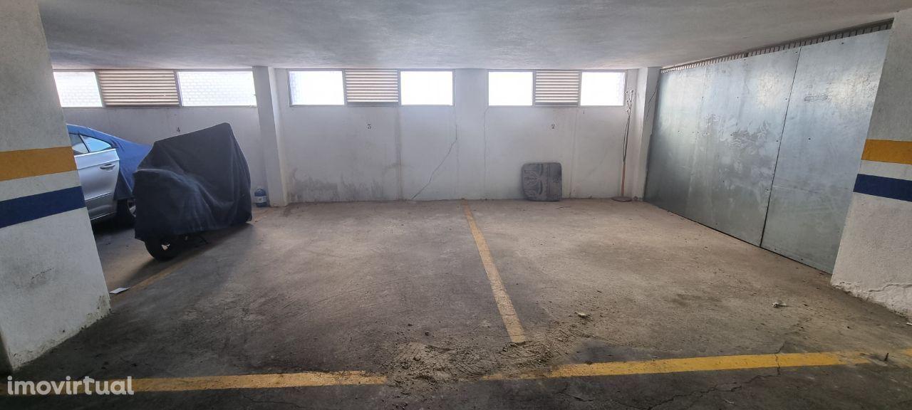 garagem (parqueamento) com 14 m2 em S.Francisco Xavier