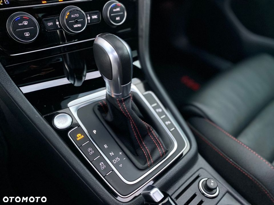 Volkswagen Golf GTI DSG Performance Panorama - 23