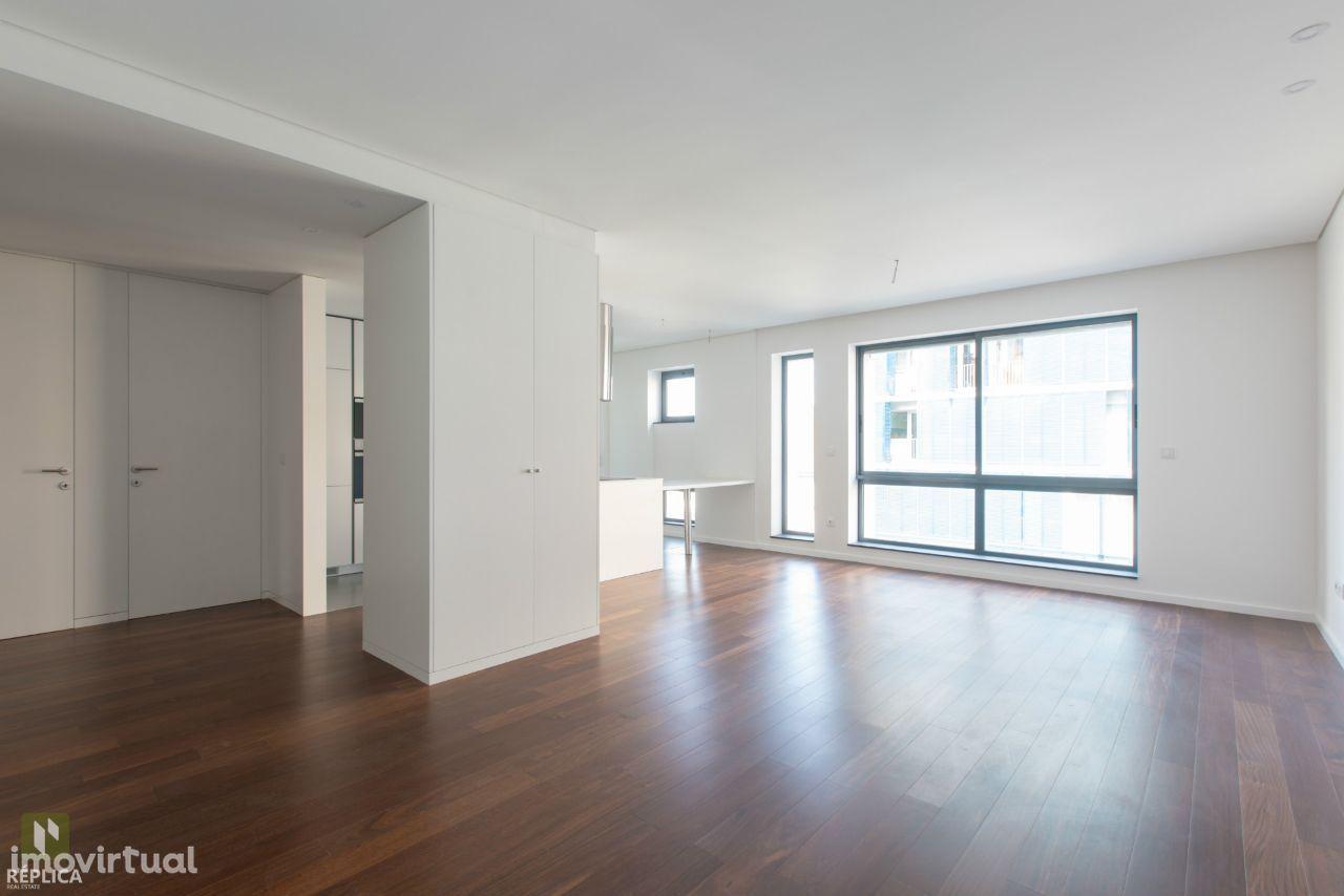 Apartamento T4 à Rotunda da Boavista