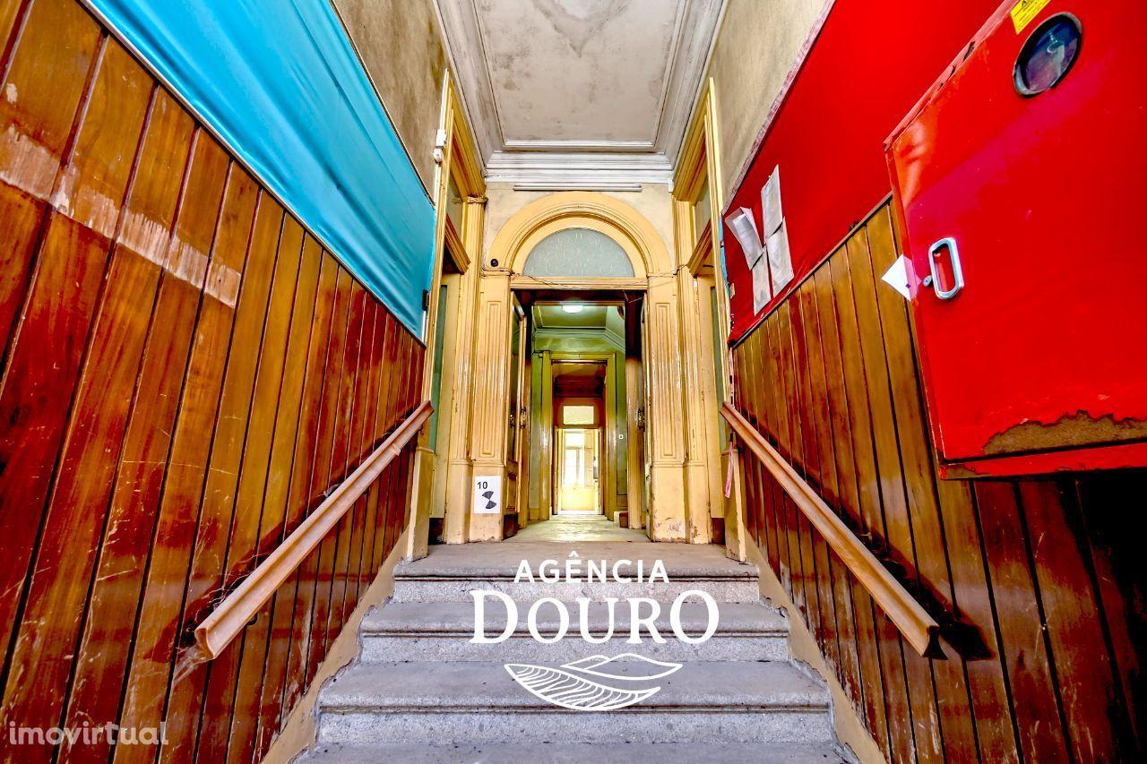 Prédio Histórico no Centro do Porto