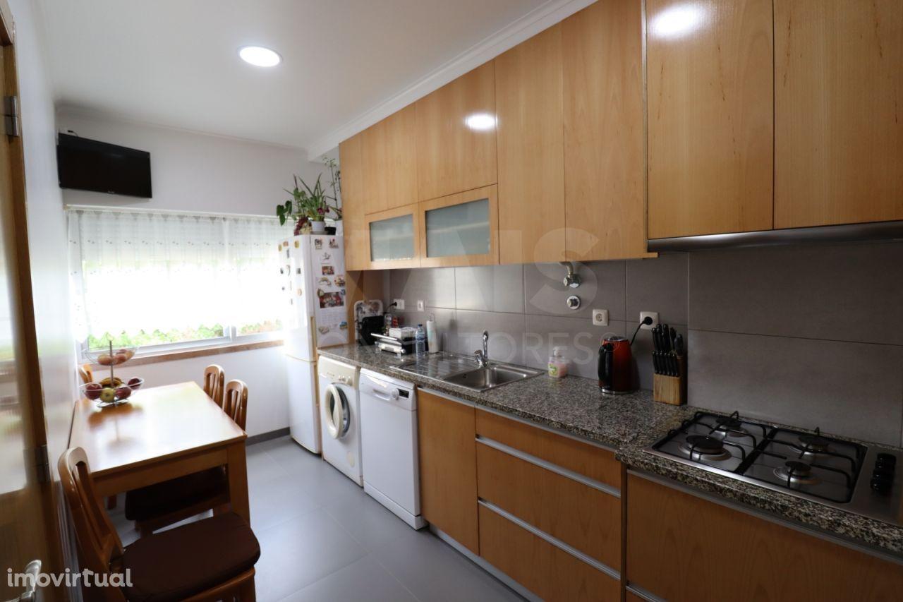 Excelente Apartamento no Olival Basto, remodelado recentemente