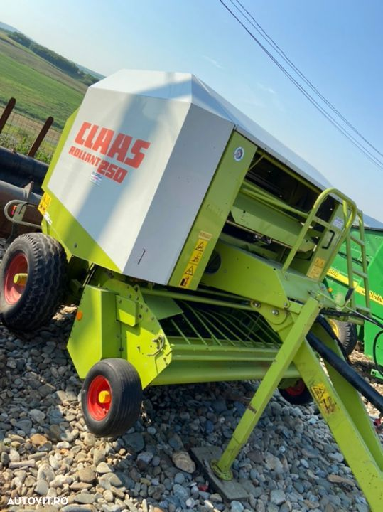 Claas Rollant 250 - 1