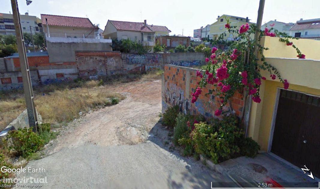 Terreno com 348 m2 no Estacal Novo, Santa Iria da Azóia