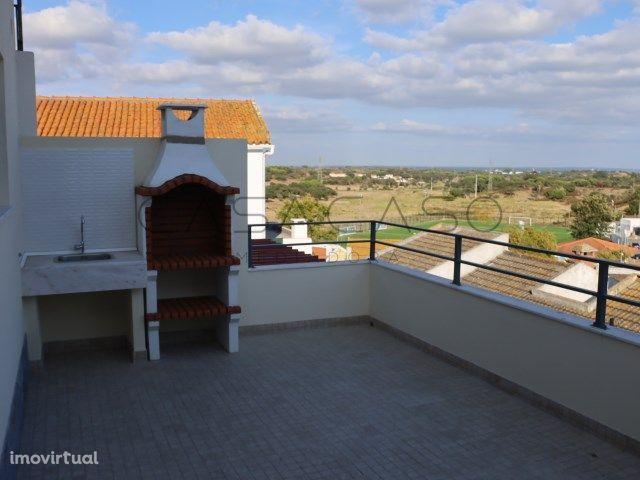 Moradia T2 com terraço na Camarinha