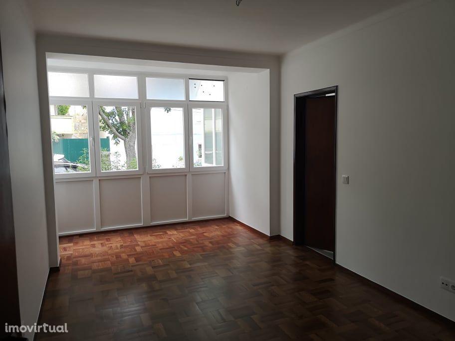 Apartamento T2 com Parqueamento - Parede