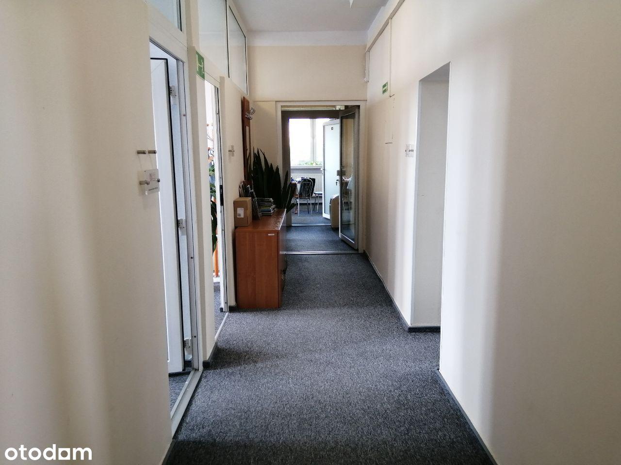 Lokale biurowe-piętro w biurowcu.