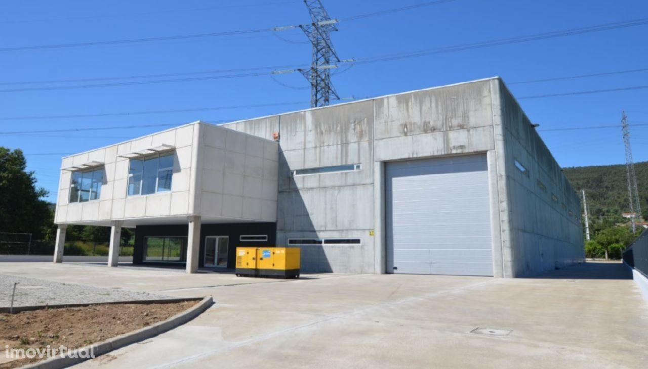 Pavilhão Industrial junto aos nós da A41 e A4