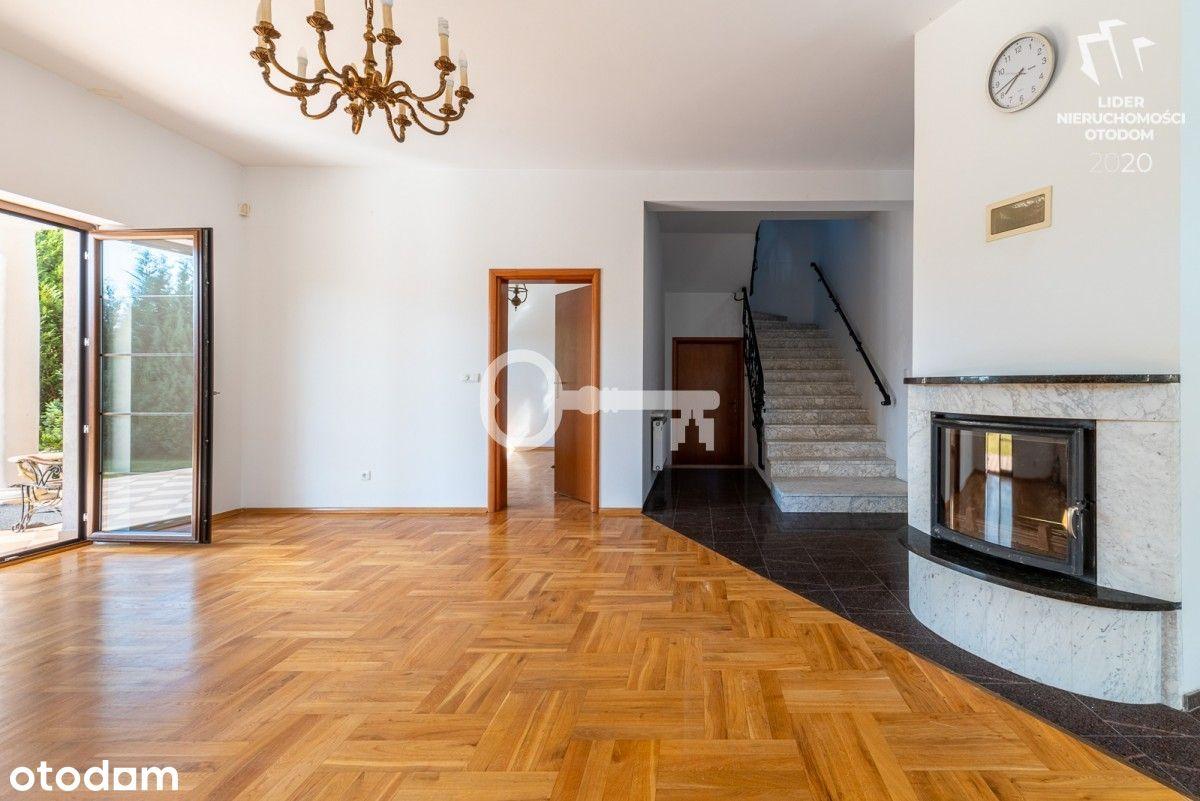 dom wolnostojący/ wysoki standard/ trzy kondygnacj