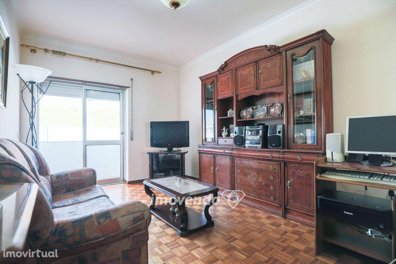 Apartamento T2, com detalhes intemporais, na Baixa da Banheira