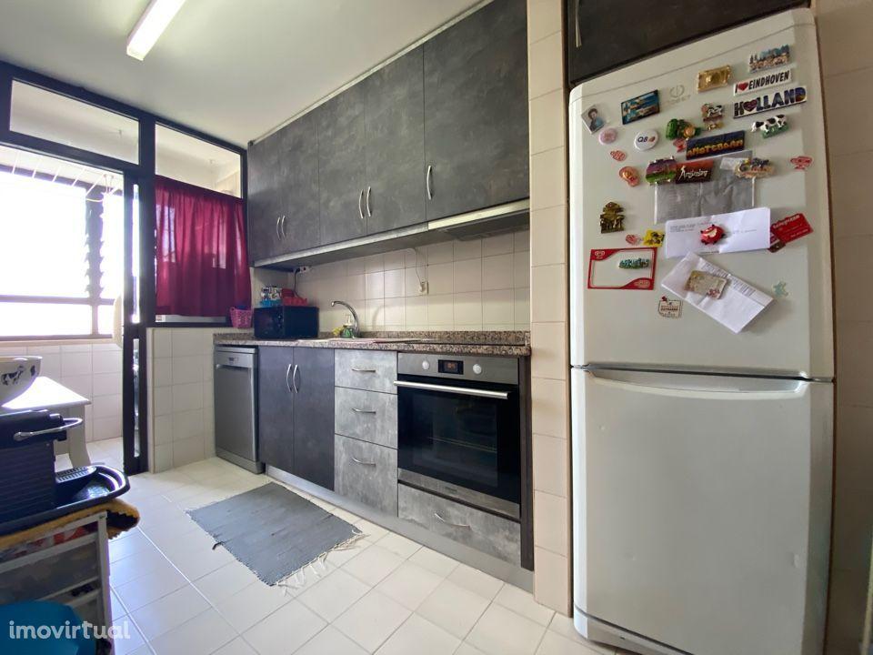 Apartamento T4 | Prelada | Varanda | Lugar de Garagem