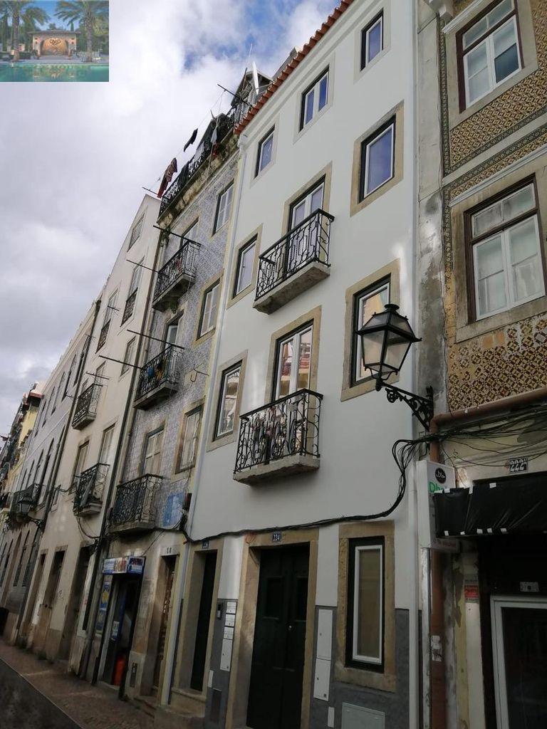 Lisboa -M Moniz -Predio loja + 3 Apartamentos , Remodelado