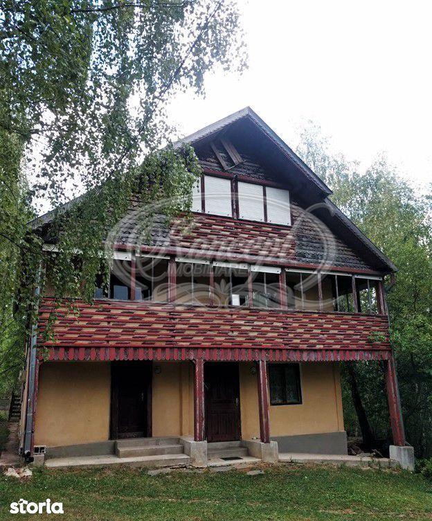 Casa de vacanta cu teren de 1,6 hectare