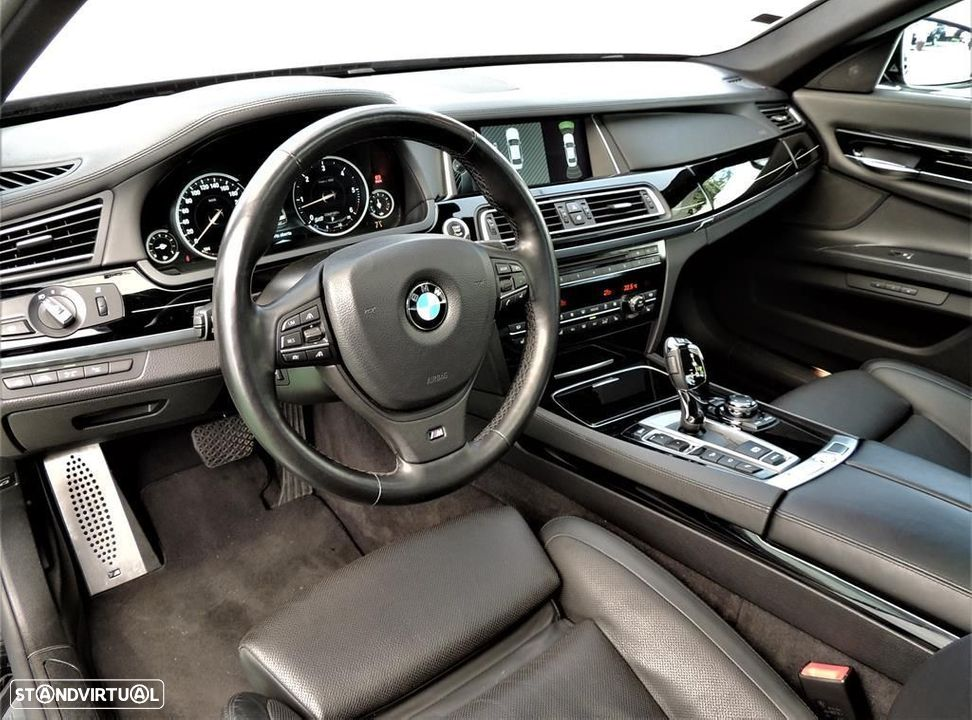 BMW 750 d xDrive Pack M - 30