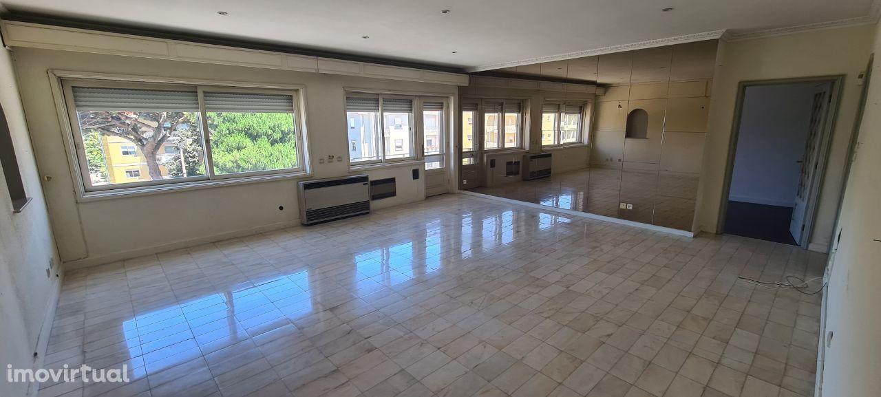 T2 c/suite e cozinha equipada! Av. Boavista