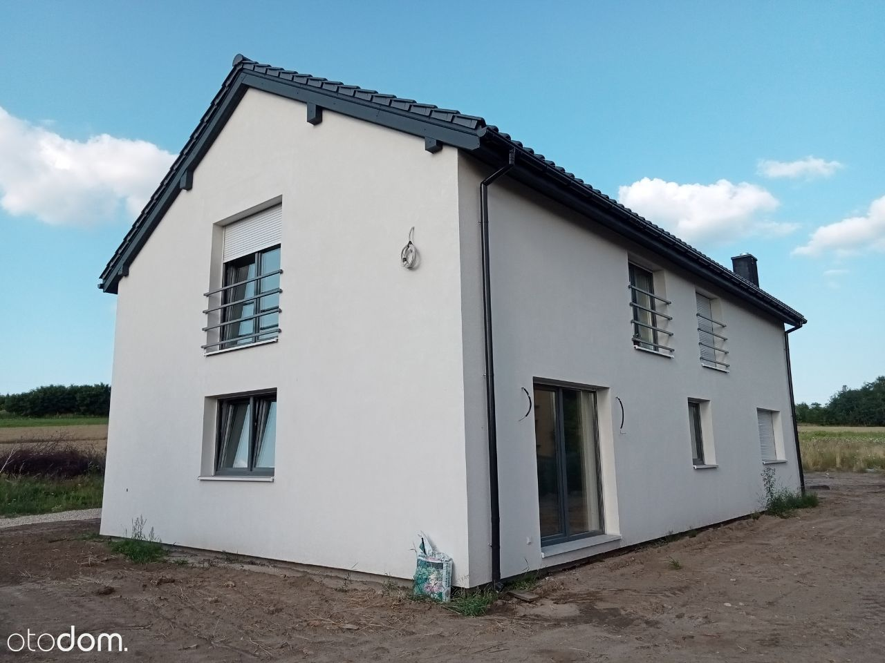 dom jednorodzinny z dwoma mieszkaniami