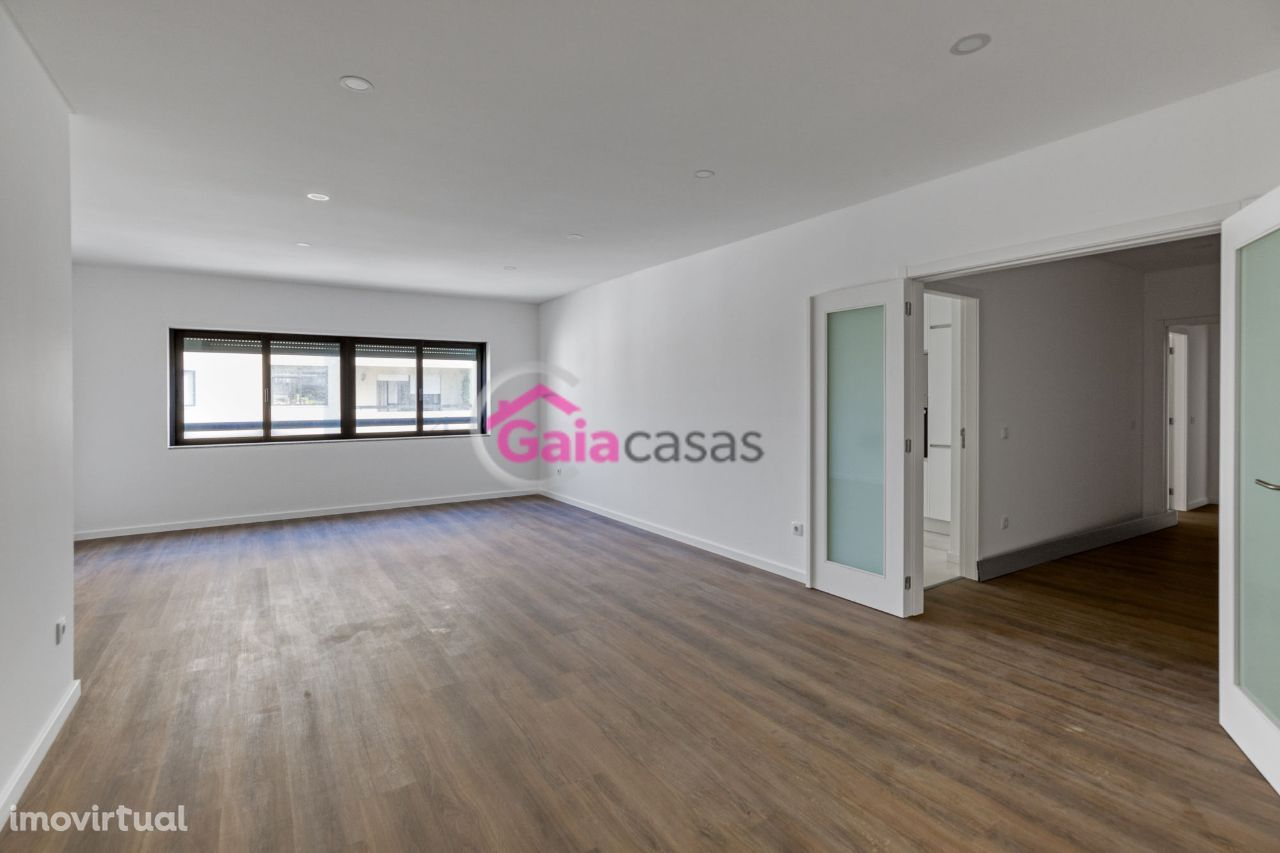 Apartamento T2+1 NOVO no centro de Gaia junto ao METRO com Lg. garagem