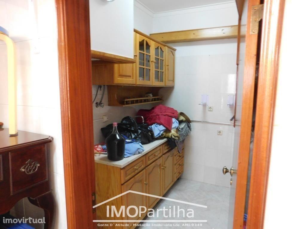 Garagem 26m2 com Cozinha e WC - Agualva