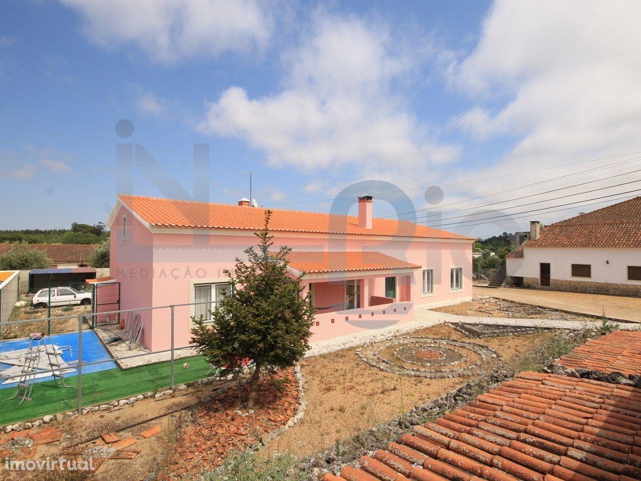 Moradia T3 - Rio Maior - Térrea - Jardim - Garagem - Sótão