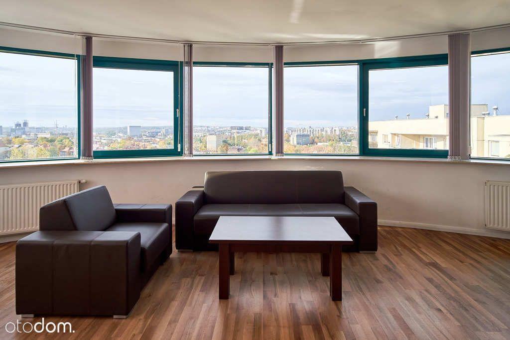 Przestronne biuro z widokiem na panoramę Katowic