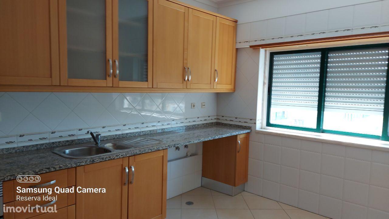 Apartamento T2 seminovo muito bem localizado no Cartaxo