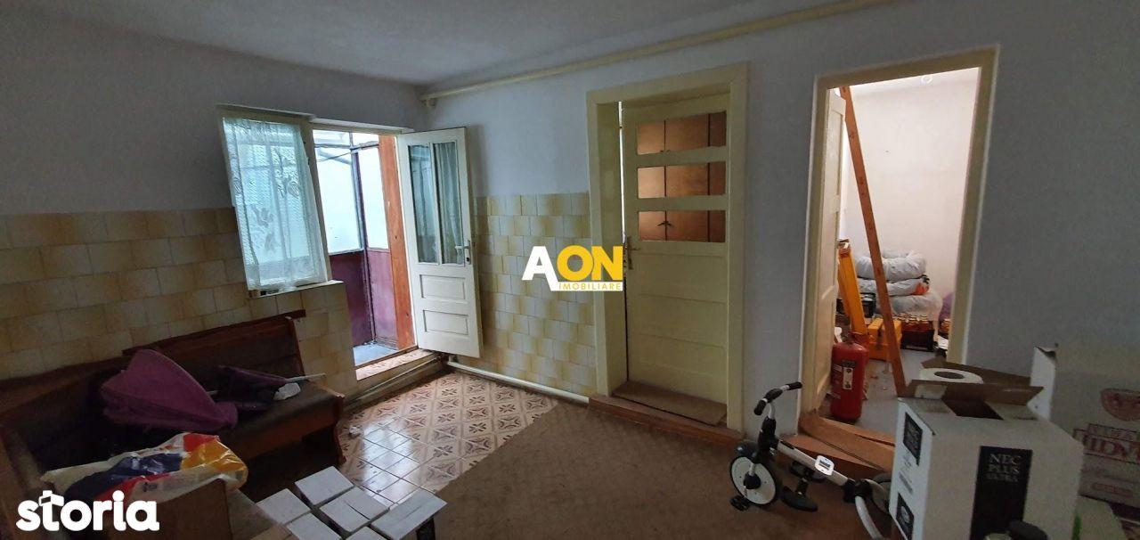 Apartament la casa, 4 camere + 200 mp teren, zona Cetate