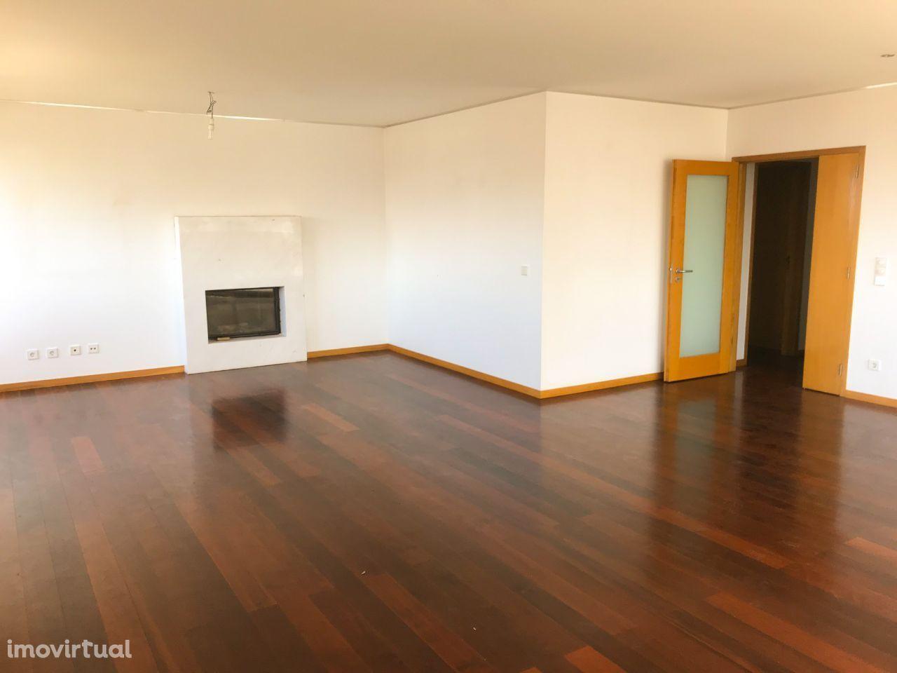 Apartamento T4 - Bessa Leite