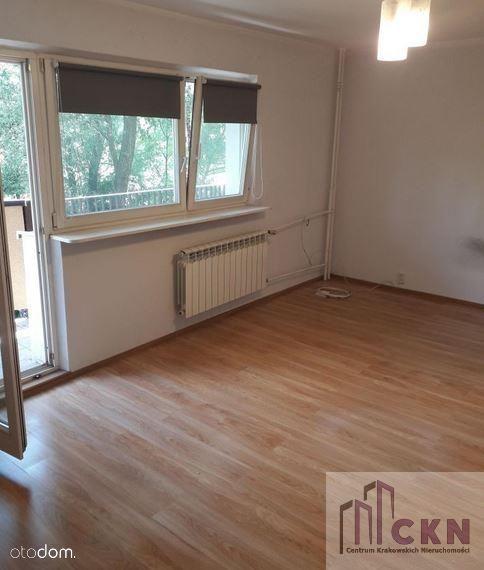 Ruczaj, 2 pokoje,jasna kuchnia, balkon do wejścia