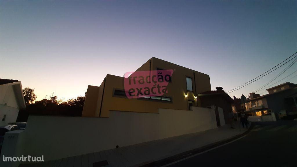 Moradia c/ 4 Frentes ao Pacheco dos Leitões - Ref. 20.9/099
