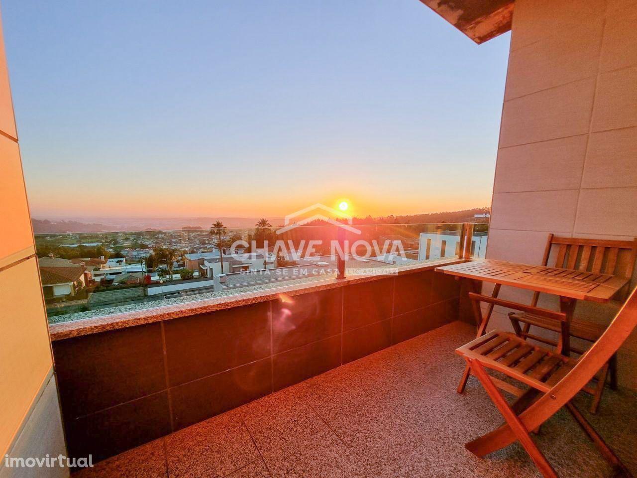 Apartamento T-3, remodelado, Urbanização da Godinha - Escapães - Feira