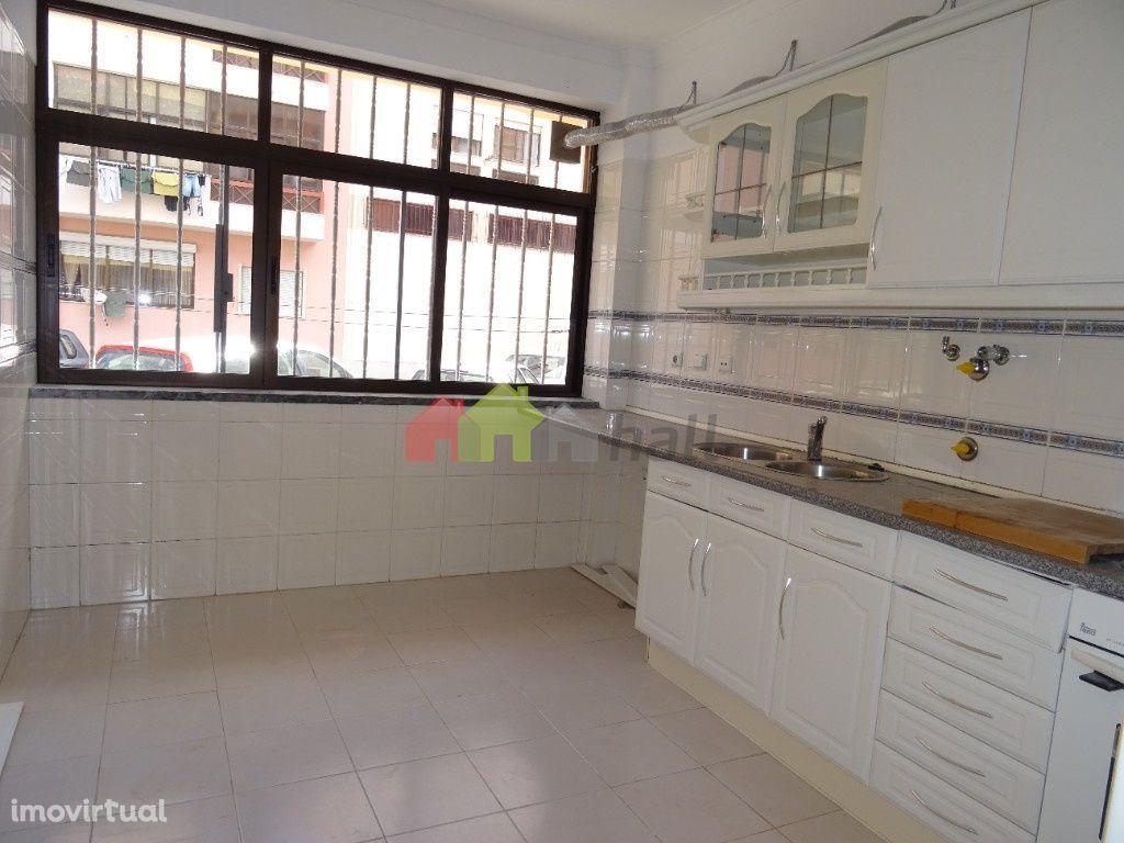 Apartamento T2 na Quinta dos Algarvios na Baixa da Banheira – 110.000€