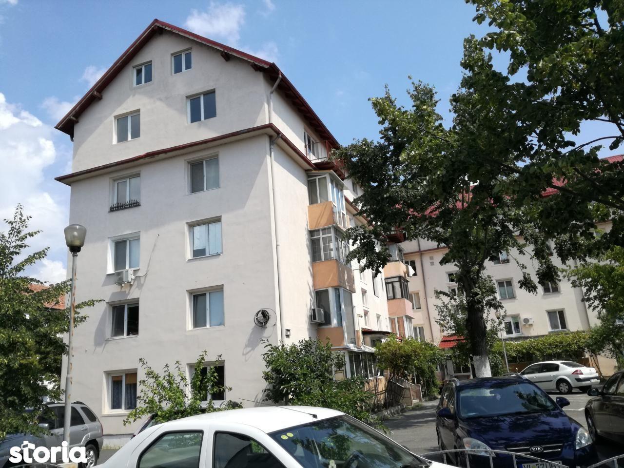 apartament 4 camere centru (T.Vladimirescu)