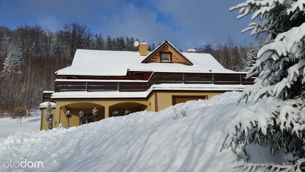 Urokliwy dom z bala z widokiem na góry i jezioro