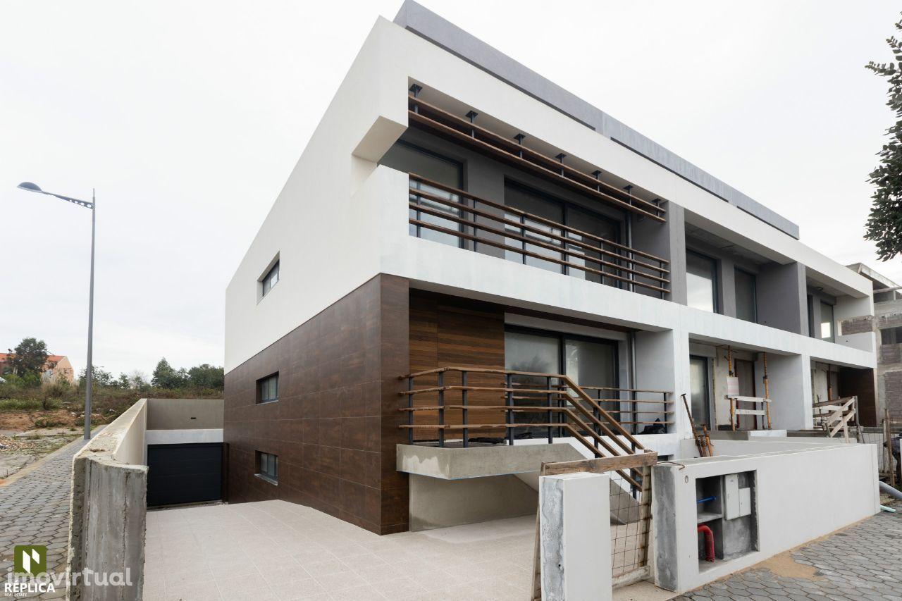 Moradia T4, em construção, localizado na zona de Canidelo