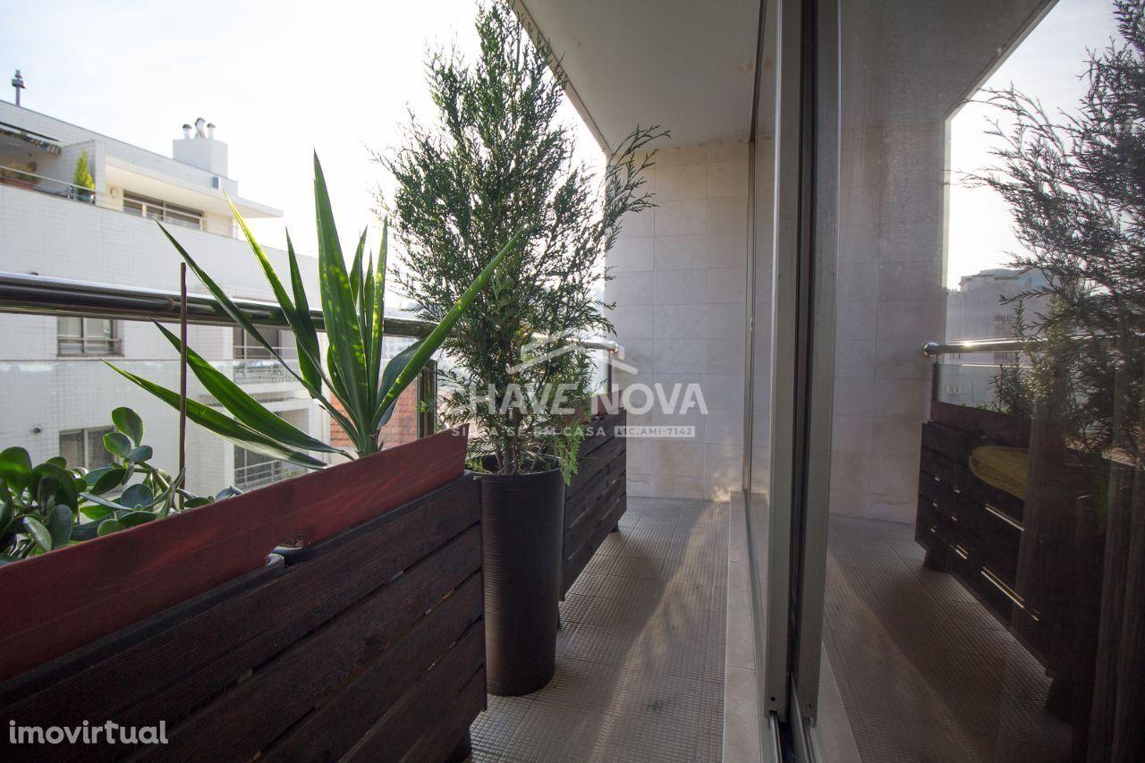 Apartamento T2 junto ao El Corte Inglés, estação do metro ,Avª da Repú