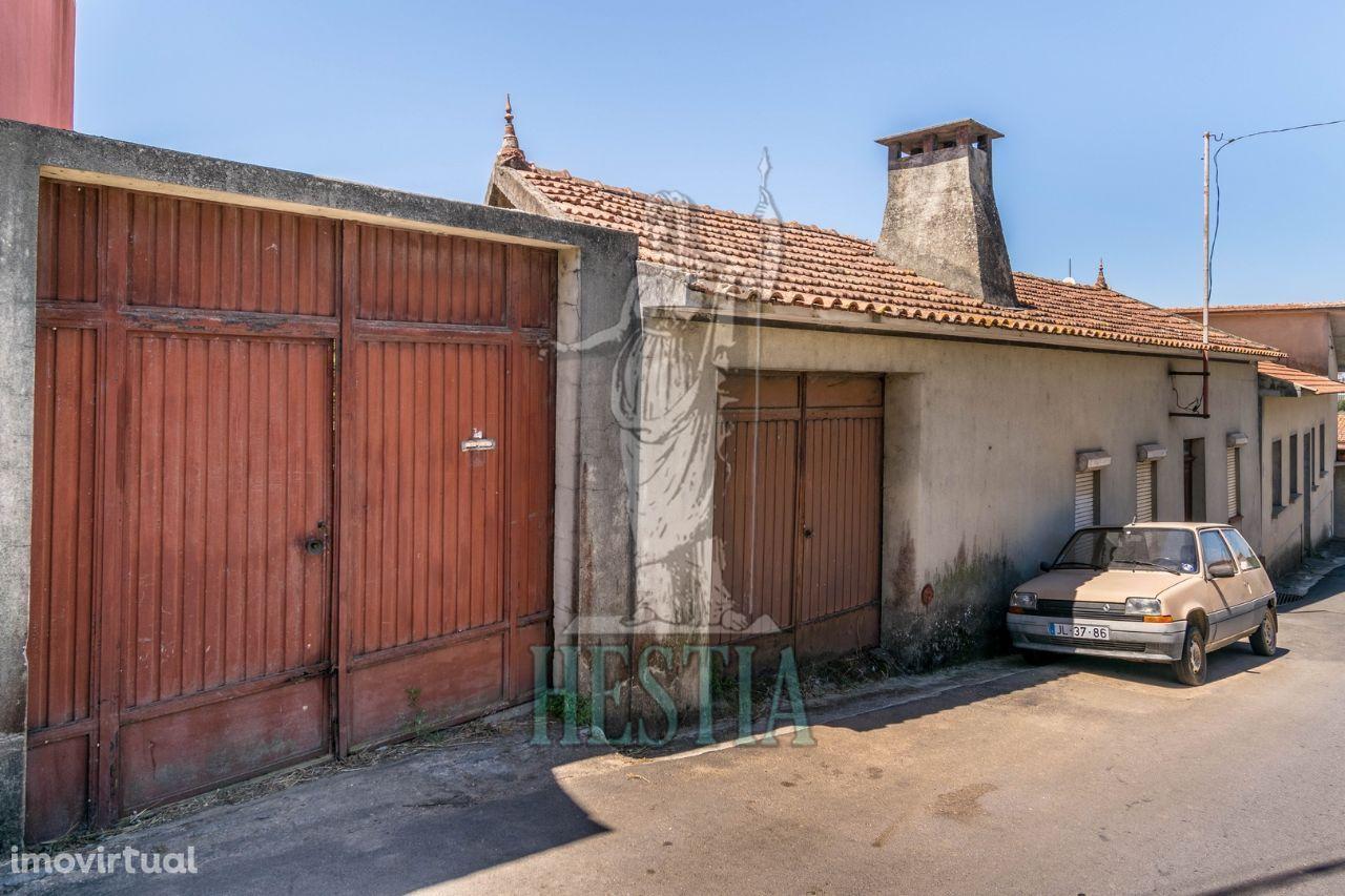 Casa Rústica para reconstrução + Terreno