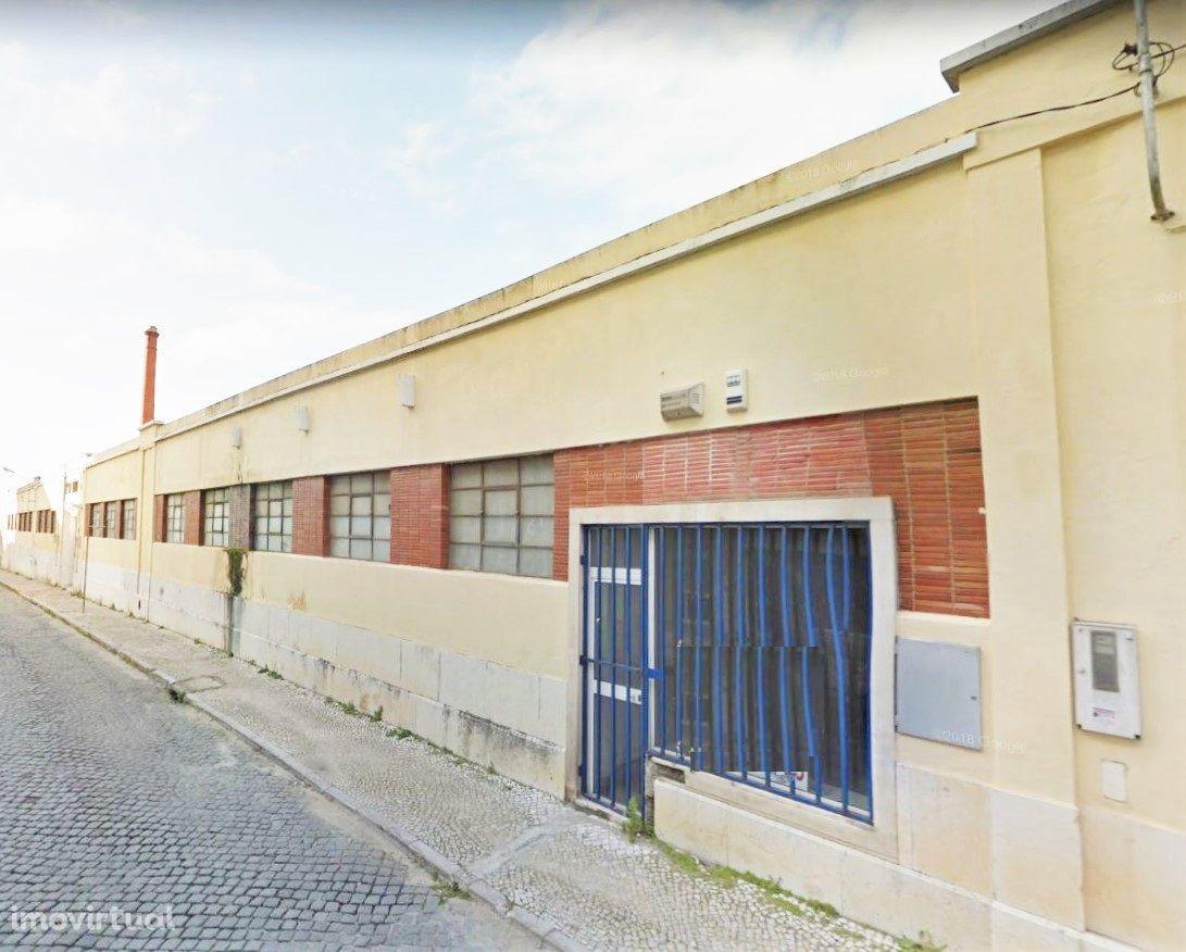 Armazém com 1767 m2, São Sebastião, Setúbal