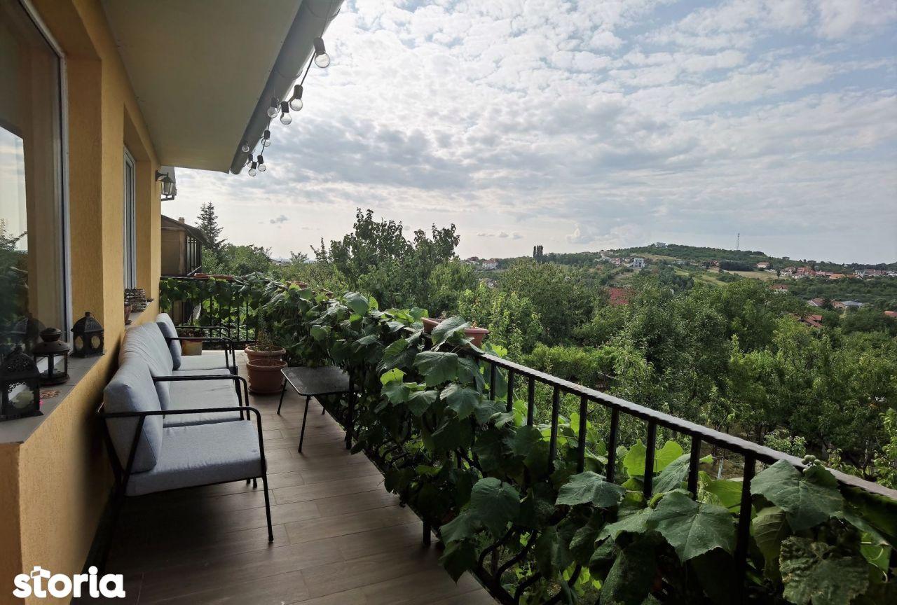 Vilă de vânzare cu panoramă superbă, D+P+M, dealurile Oradiei