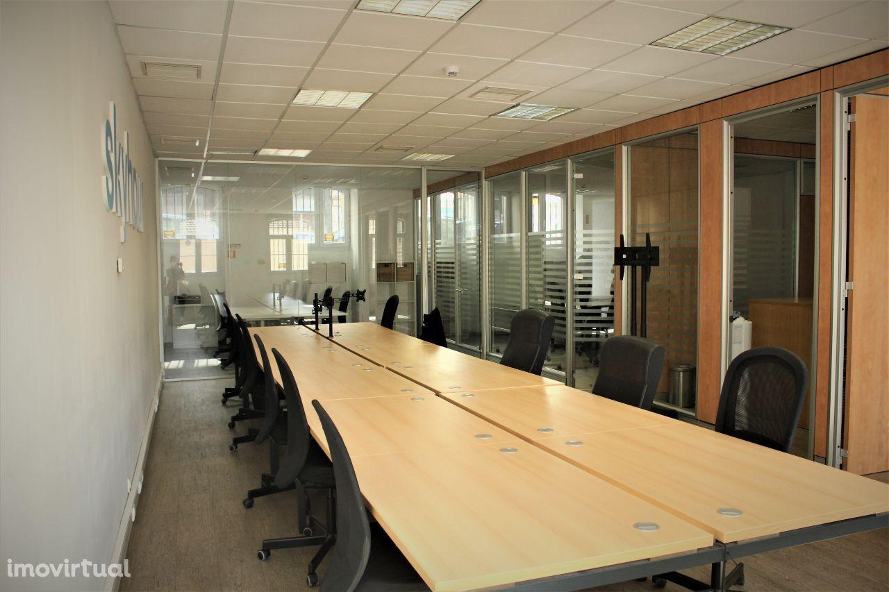 Otimo escritório a 2 min a pé do LX factory