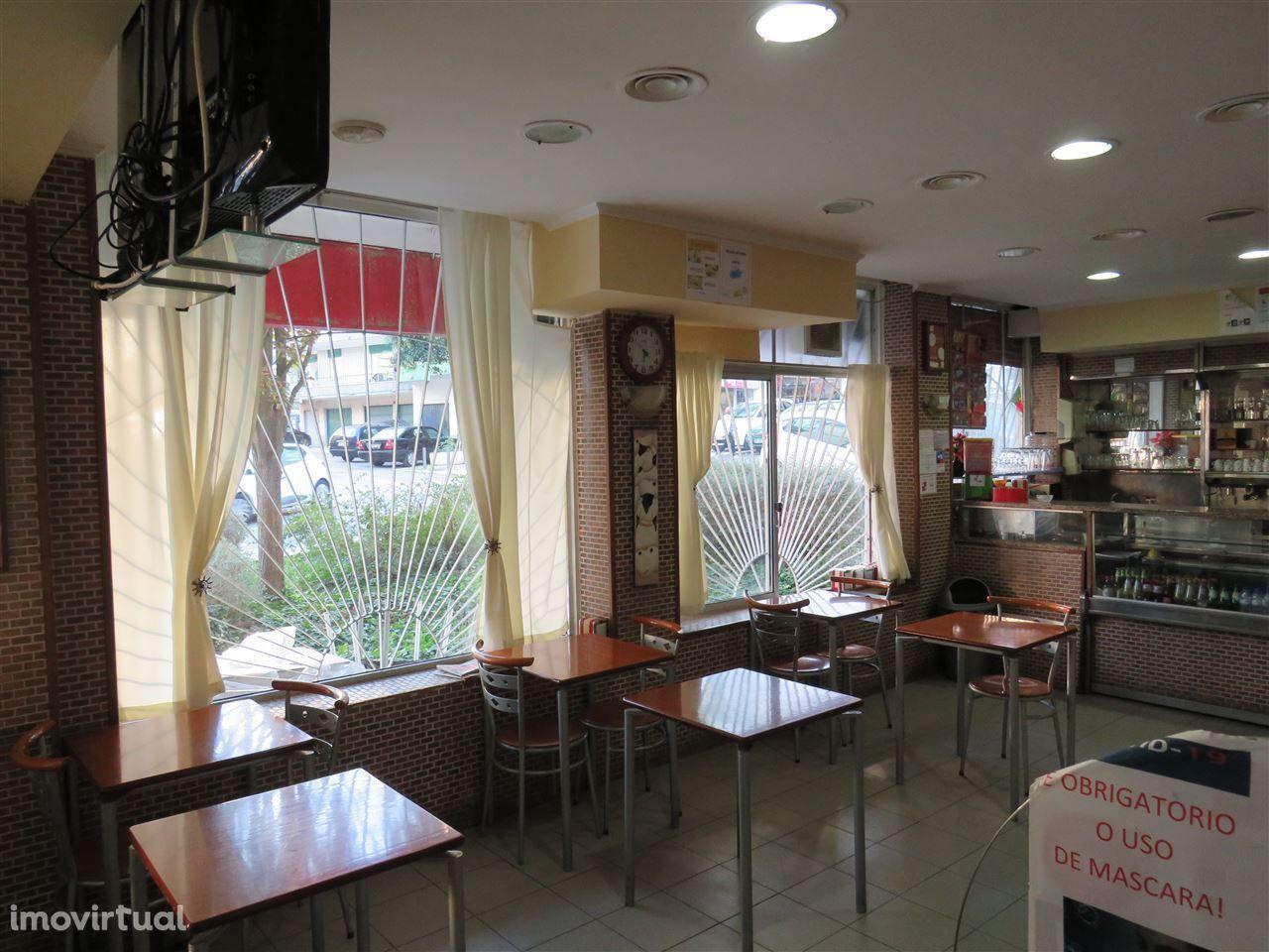 Snack bar em Linda-a-Velha