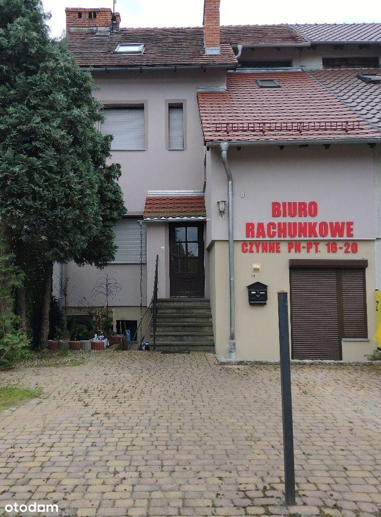 Dom w Bolesławcu na osiedlu kwiatowym