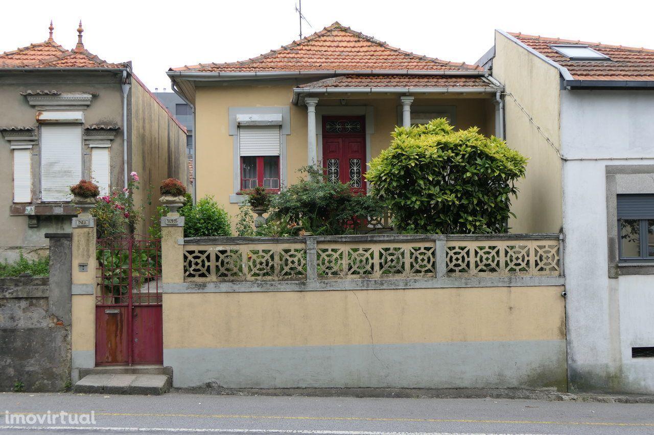Casa em Ruínas - Potencial Construtivo - Circunvalação - Aldoar