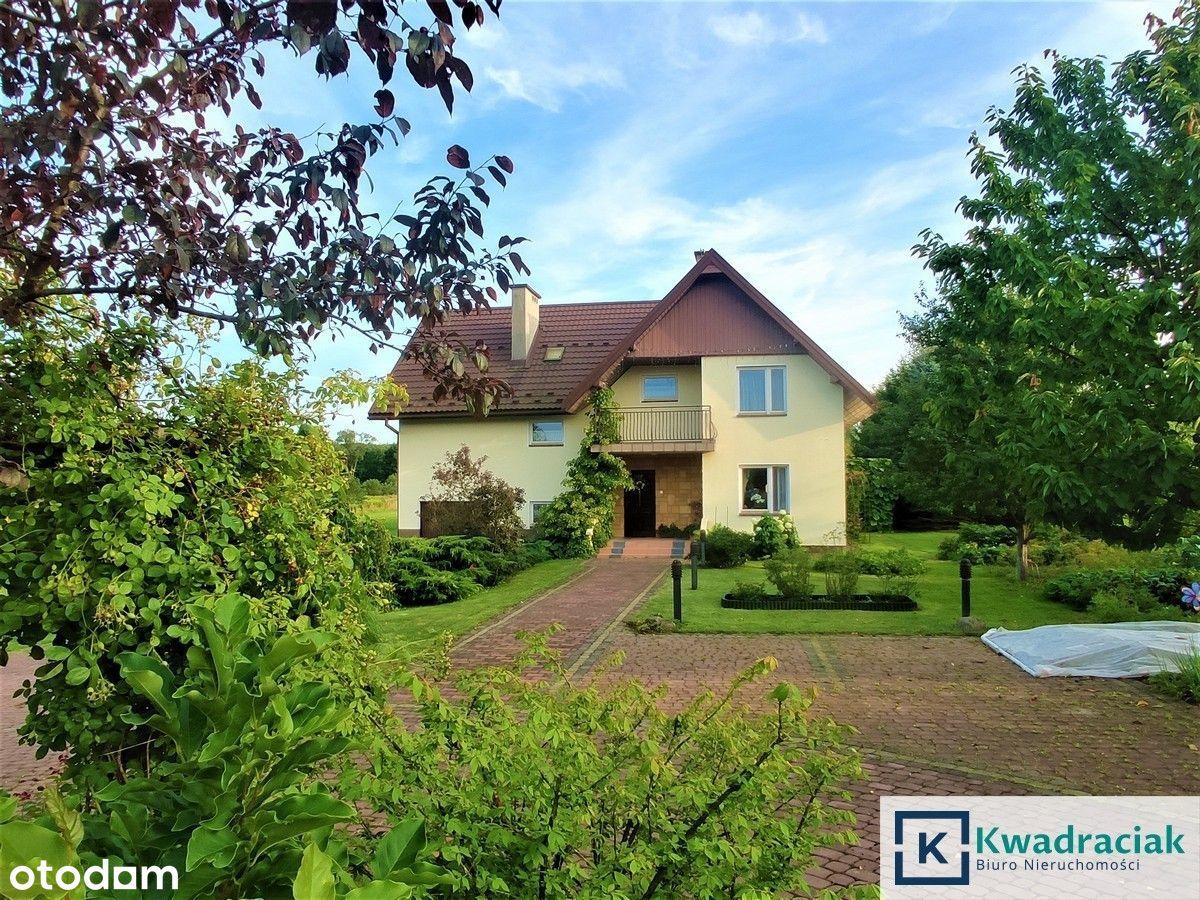 Piękny dom na 2 ha działce w Zabłotcach