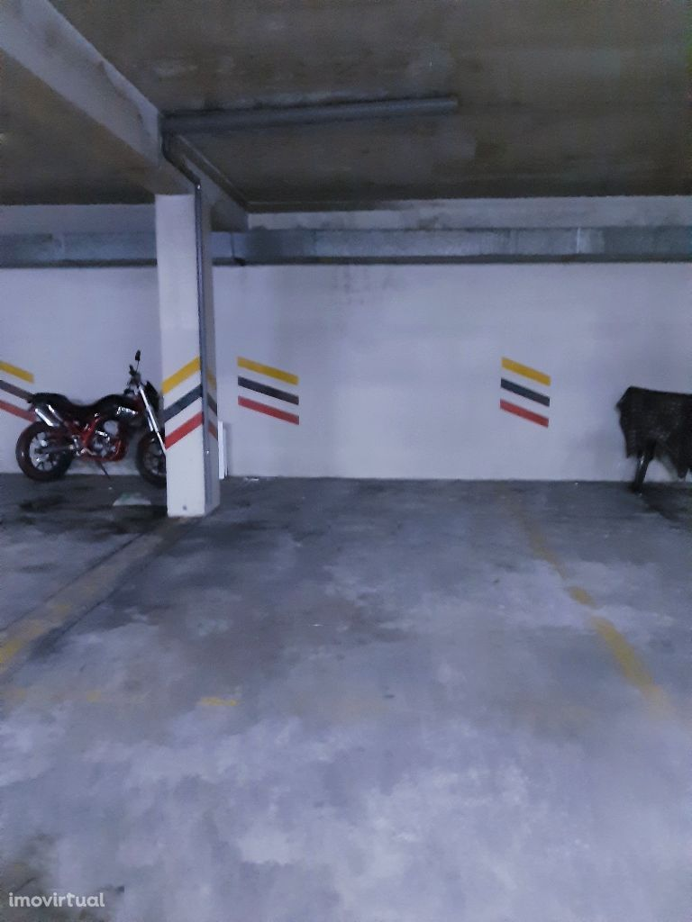 Lugar de garagem junto ao Continente Bom dia nos Carvalhos