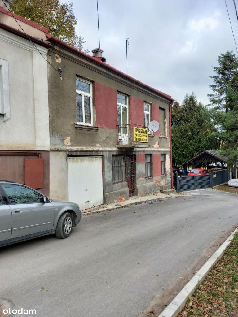 Dwupoziomowy dom w centrum Opatowa działka 300 mkw
